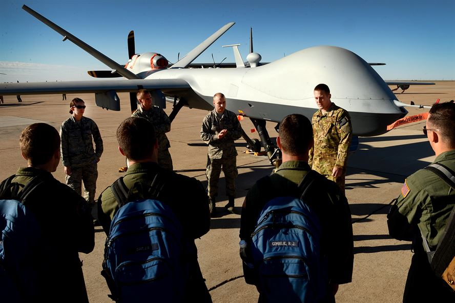 A 33rd Special Operations Squadron speaks to U.S. Air Force cadets about the MQ-9 Reaper. Credit: Staff Sgt. Matthew Plew/USAF