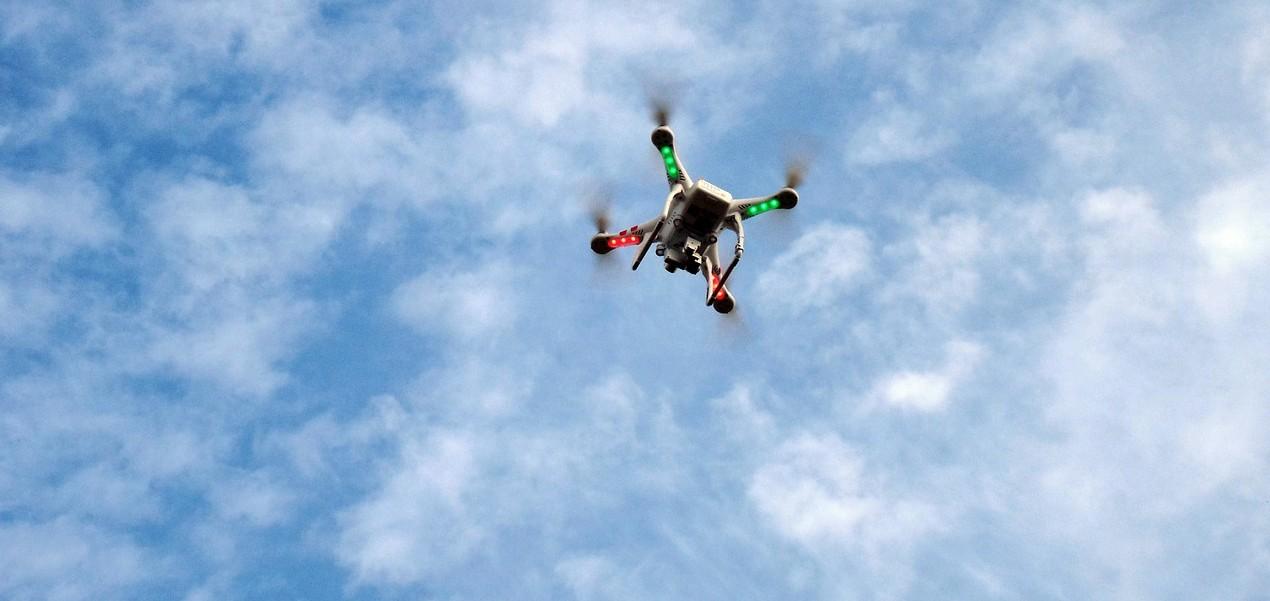 drone-451755_1280